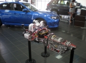 Двигатель Субару в разрезе. Автосалон.