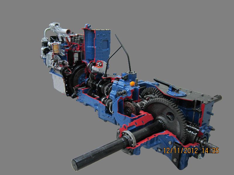 Макет трактора МТЗ в разрезе